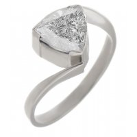 Modern trilliant cut diamond crossover ring