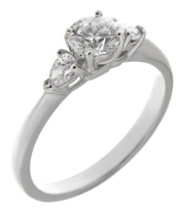 Round brilliant Diamond engagement ring | Pear shape trilogy